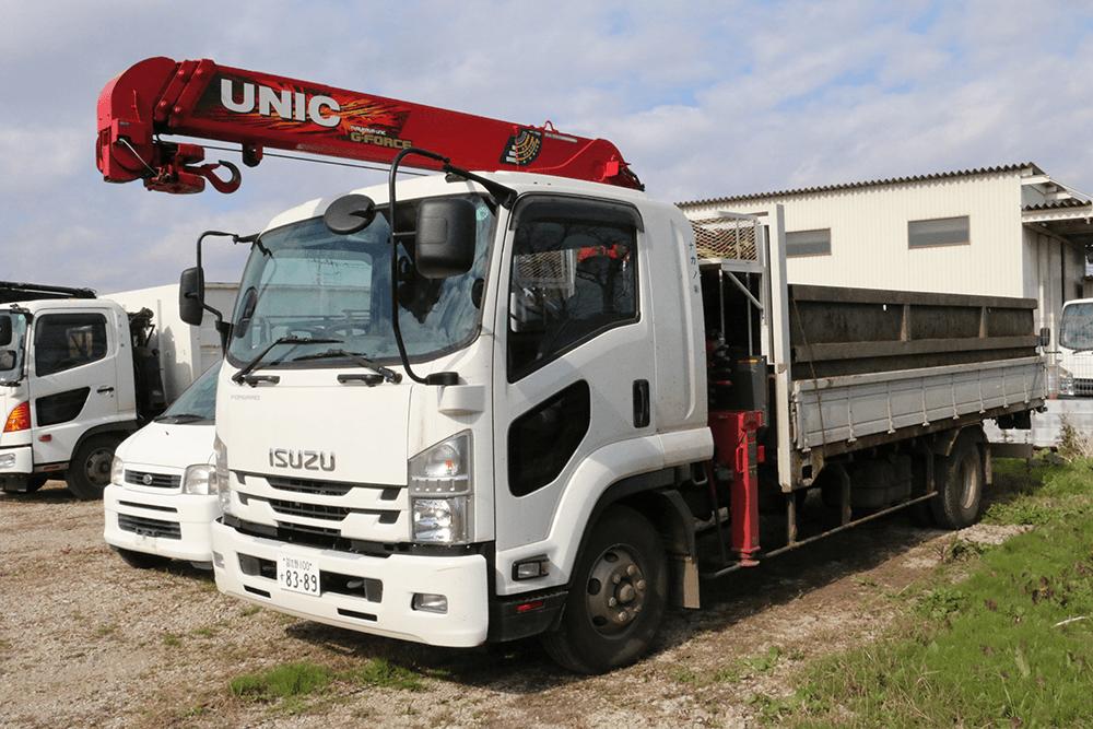 いすゞ4トン車(ユニック付き)